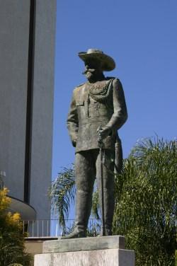 Statua del primo governatore Curt von Francois