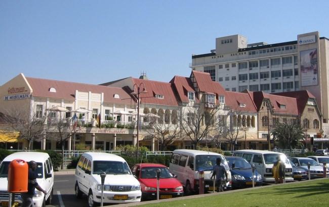 Centro storico di Windhoek. È visibile la terrazza del famoso ristorante Gathemann.