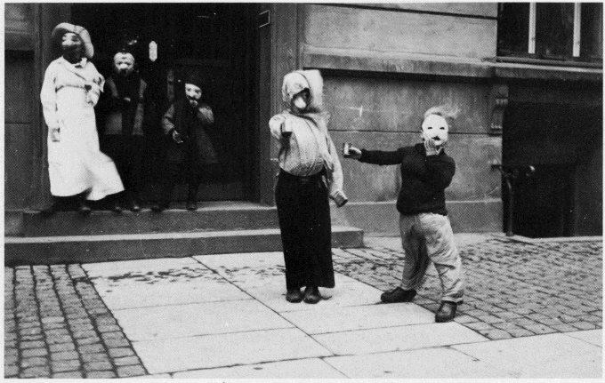 Foto storica . Halloween in Danimarca nel secolo scorso. Dominio pubblico.
