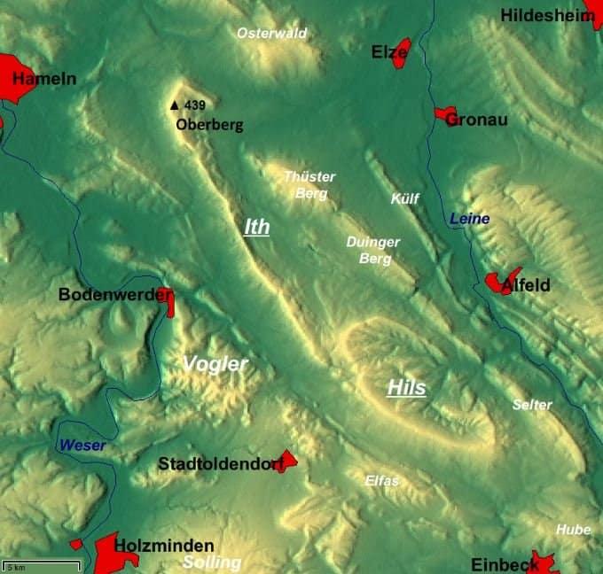 Carta del territorio. È visibile nel mezzo il massiccio dell'Ith e a sinistra in alto la città di Hameln che, come si vede, era abbastanza vicina.