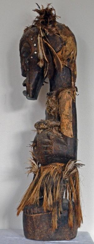 Nkisi, visto di profilo. Arte dei Songye, Congo. Foto: per gentile concessione di Gustav Schmidt.