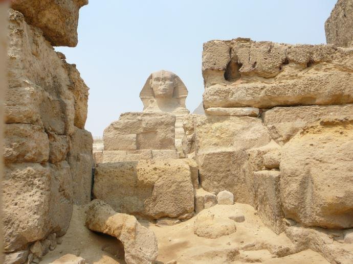 La sfinge vista dal tempio a valle. Plateau di Giza. Foto: Sabina Marineo
