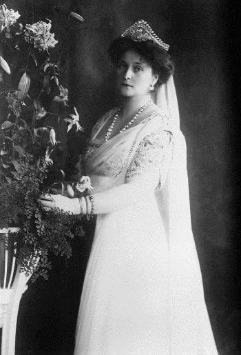 La zarina Alexandra, devota seguace di Rasputin. colei che lo difese sino alla fine e che si diceva fosse la sua amante. Dominio pubblico.