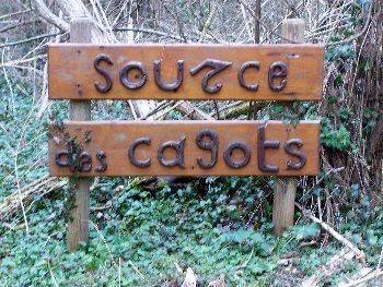 Fonte di Saint-Clair, parte riservata ai Cagoti, Saint-Léger-de-Balson. Foto: Henry Salomé GFDL
