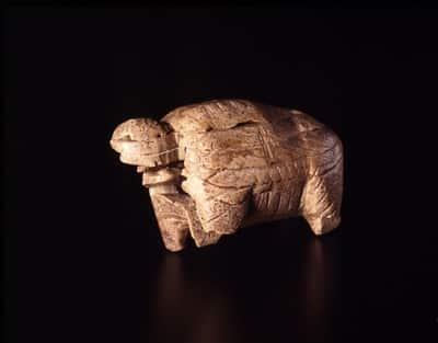 Mammut, avorio, 40.000- 35.000 anni fa., 6,7 x 3,8 x 2,9 cm, Riparo Geissenklosterle, Blaubeuren. Landesmuseum-Württemberg-Stuttgart-Foto-Frankenstein-Zwietasch-CC-BY-NC-SA