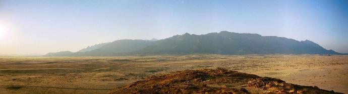 Panorama del Brandberg dove si trova la pittura rupestre della Dama Bianca. Foto: CC-BY-SA-3.0