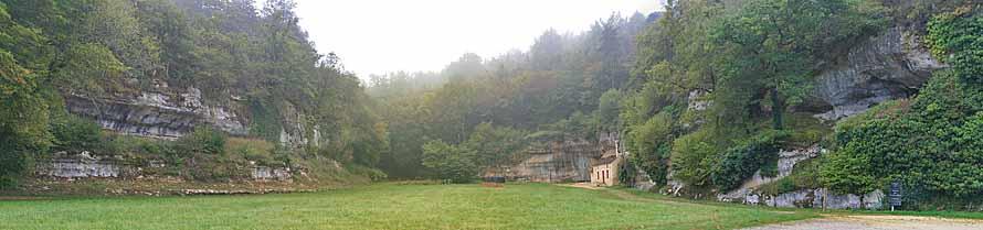 Valle della grotta di Les Combarelles che si trova sulla destra. Foto: Sémhur-Eigenes-Werk CC-BY-SA-3.0