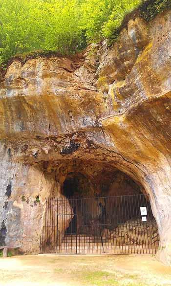 Entrata Grotte di Les Combarelles. Foto: Ethan-Doyle-White-Own-workCC-BY-SA-3.0