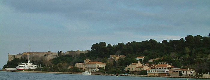 Ile Sainte-Marguerite-view of the north of the island including Sainte-Marguerite village and the Fort Royal Author Vjam-en-Category-Lérins Islands-free