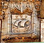 Blasone di La Rochelle sul portale del municipio. Foto: Jochen-Jahnke CC-BY-SA-3.0
