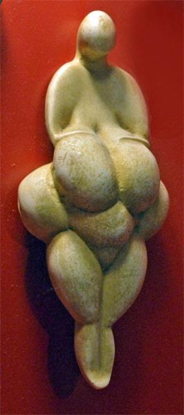 statuetta di donna, Venere di Lespugue. foto - sabina marineo