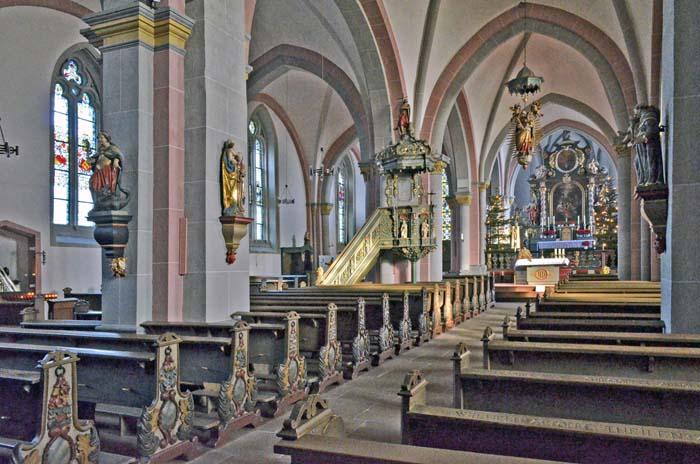 In questa chiesa si trova una raffigurazione di bronzo dell'Irminsul e un modello antico dell'albero cosmico dei Germani di pietra. Quest'ultimo fu trovato nella cripta dell'edificio sacro. Foto - sabina marineo