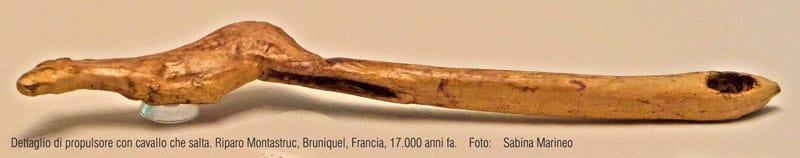 dettaglo di propulsore con cavallo. Riparo Montastruc, Bruniquel, Francia. 17.000 anni fa. foto - sabina marineo