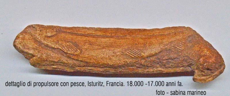 dettaglio di propulsore con pesce. Isturitz, Francia. 18.000 anni fa. foto - sabina marineo