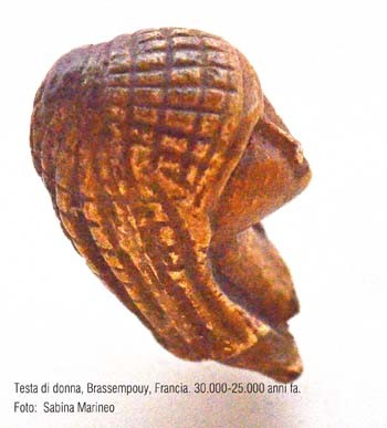 statuetta di donna, Venere di Brassempouy, Francia. 30.000 - 25.000 anni fa. foto - sabina marineo