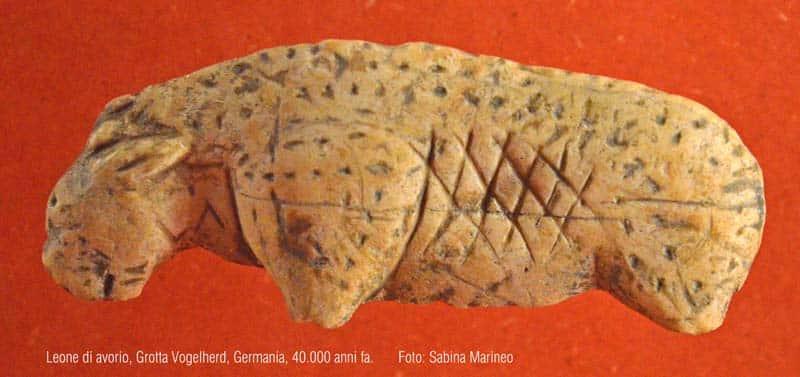 leone, Grotta Vogelherd, Germaniania. 40.000 anni fa. foto - sabona marineo