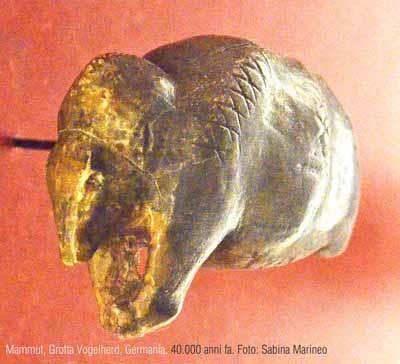 mammut, Grotta Vogelherd, Germania. 40.000 anni fa. foto - sabina marineo