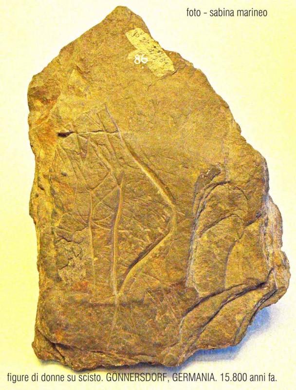 figure di donne su scisto, Gönnersdorf, Germania. 15.800 anni fa. foto - sabina marineo