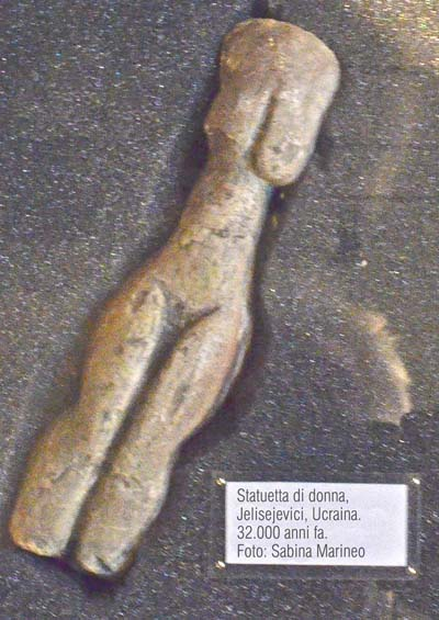 statuetta di donna, Jelisejevici, Ucraina. 32.000 anni fa. foto - sabina marineo