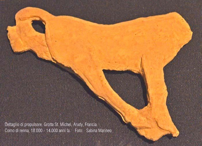 dettaglio di propulsore (con caprioletto?), corno di renna, St. Michel Arudy, Francia. 18.000 - 14.000 anni fa. foto - sabina marineo