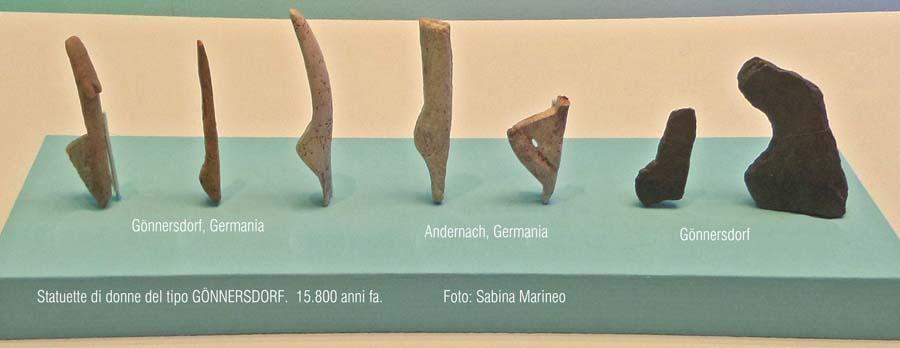 statuette di donna del tipo Gönnersdorf, Germania. ca. 15.800 anni fa. foto - sabina marineo
