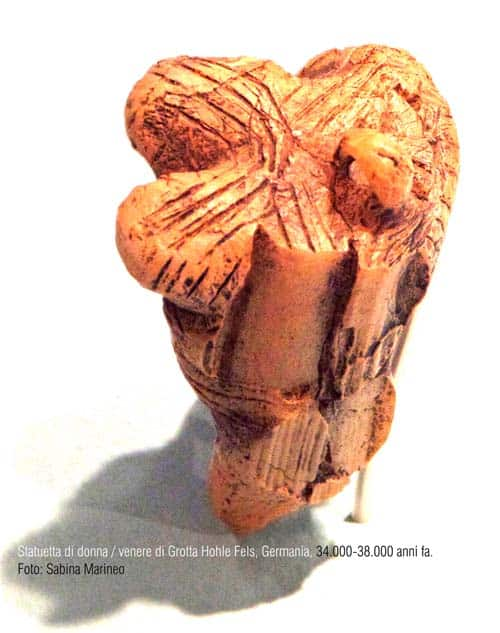 statuetta di donna, Venere di Hohle Fels, Germania, 38.000 - 34.000 anni fa foto - sabina marineo