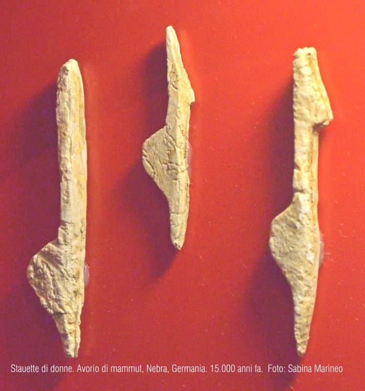 statuette di donne. avorio di mammut, Nebra, Germania. 15.000 anni fa. foto - sabina marineo