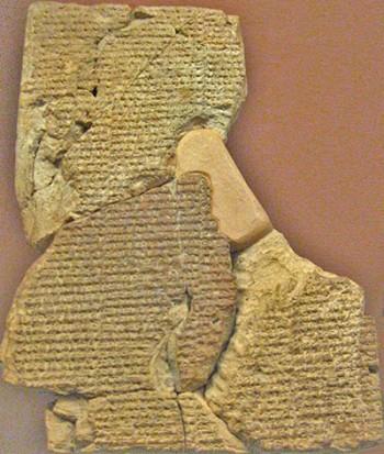 """Frammenti della tavoletta numero 1 con l'epos """"Atrahasis"""". British Museum. La vera storia dell'arca di Noè. Dominio pubblico"""