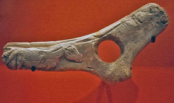 Incisione di cavallo su corno di renna. Riparo La Madeleine, Tursac, Dordogne, Francia. 12.500-anni fa. foto - Discott CC BY-SA 3.0