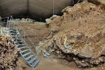 Il flauto più antico del mondo è stato scoperto nella grotta di Neanderthal a Divje Babe, Slovenia - foto Thilo Parg CC-BY-SA 3.0