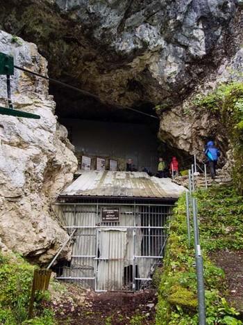Grotta di Neanderthal di Divje Babe in cui è stato trovato il flauto più antico del mondo - foto Thilo Parg CC-BY-SA 3.0