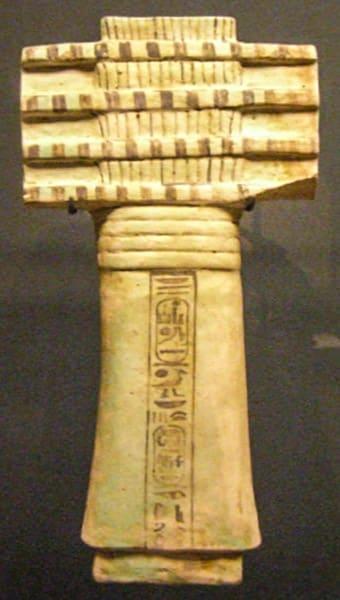 Pilastro djed, epoca Ramessidi, Museo del Louvre. Su questo esemplare è visibile il richiamo al simbolo vegetale dell'albero o del fascio di spighe.