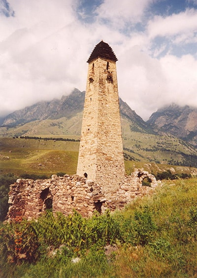 Abitazione con torre sui monti del Caucaso. Foto: Boris Gaydin CC-BY-SA-3.0