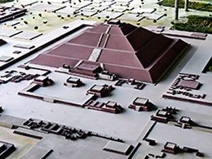 Modello piramide del Sole Foto: Wolfgang Sauber CC BY-SA 3.0