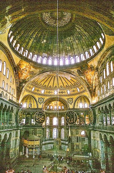 La splendida basilica di Santa Sofia, a Istanbul, in cui furono incoronati Giustiniano e Teodora. Foto: dominio pubblico