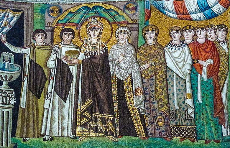 Teodora la Basilissa e la sua Corte. Mosaico della basilica di San Vitale, Ravenna. Foto: Sailko CC BY-SA 3.0