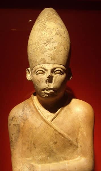 Statua di re Khasechemwy, l'ultimo sovrano della II dinastia. Ashmolean Museum, Oxford. Foto: Udimu CC BY 3.0