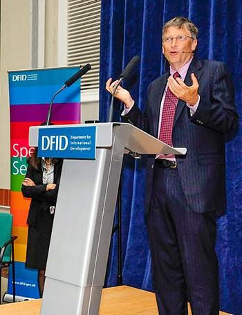 Bill Gates durante una conferenza di DFID sulle vaccinazioni e la riproduzione nei Paesi in via di sviluppo. Foto: DFID CC BY 2.0
