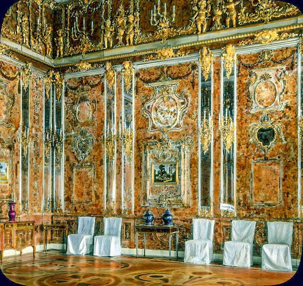 La camera d'ambra. Foto originale prima della sparizione, quando la camera si trovava ancora nel Palazzo di Caterina a Tsarkoe Selo.