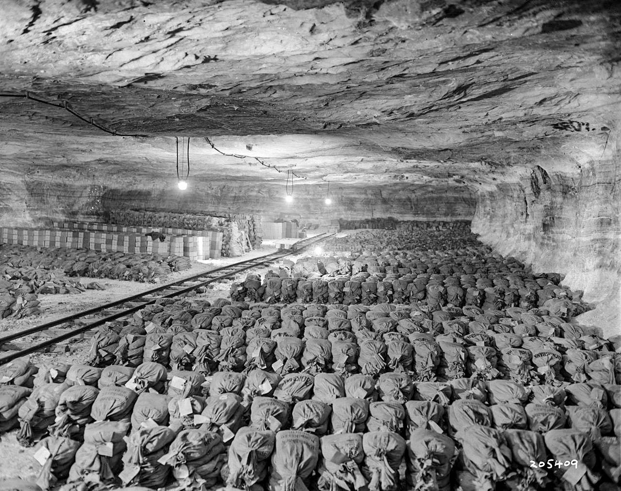 Immagine storica del bunker di Kaiseroda in cui era nascosto il gigantesco tesoro di Merkers.