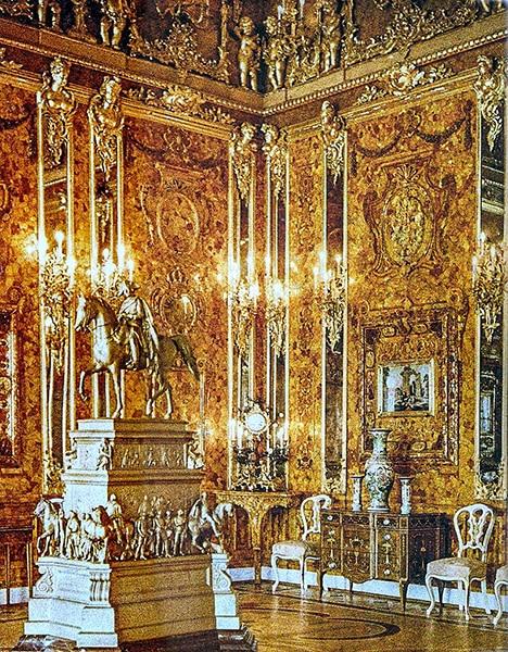 La camera d'ambra. Immagine originale del 1917 realizzata da Andrei Andreyevic Zeest nel Palazzo di Caterina a Tsarskoye Selo. Così era la stanza all'epoca degli zar.