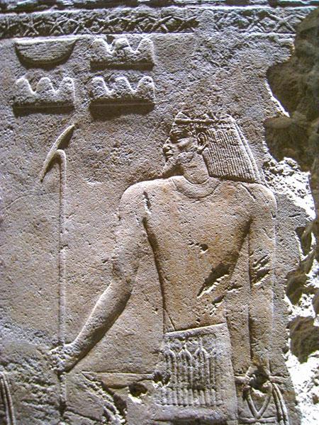 Raffigurazione del dio Sopdu. Da notare la barba tipica da asiatico. Foto: Neithsabes CC BY SA 3.0