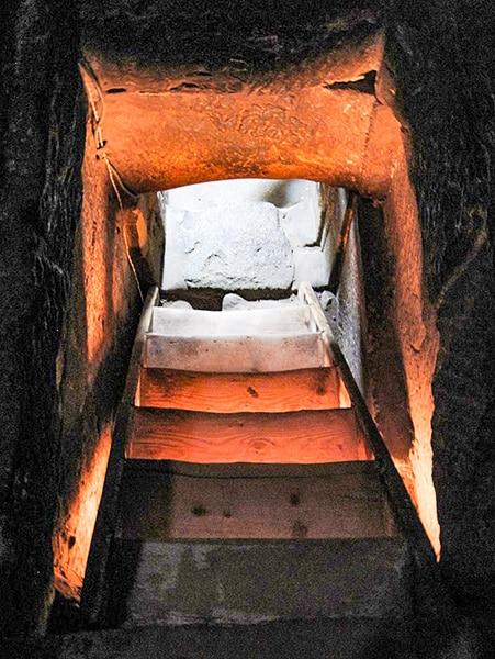 Entrata segreta alle cripte del tempio di Dendera. Foto: Olaf Tausch CC BY 3.0