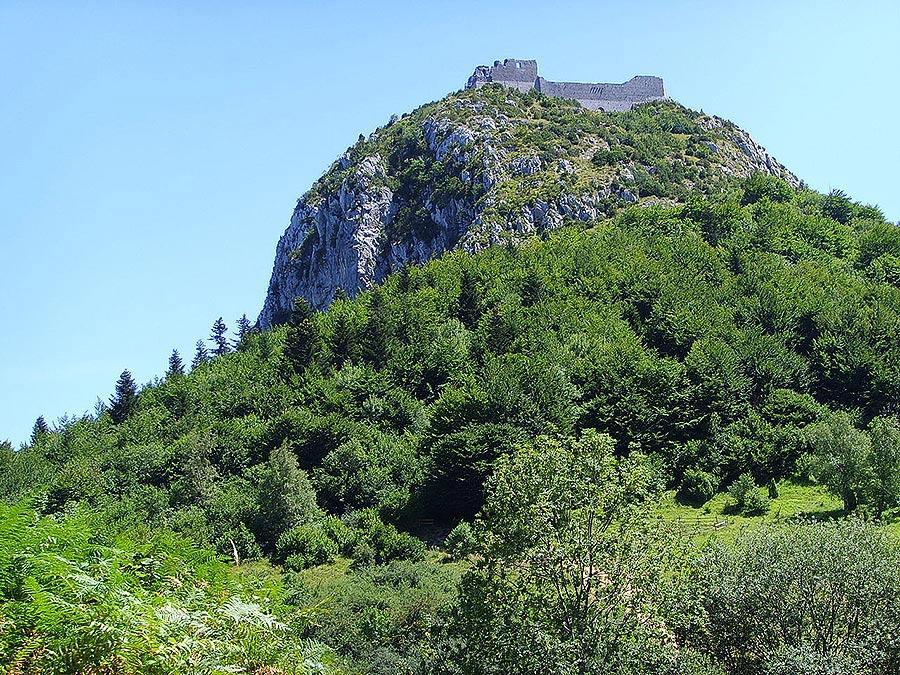 Il castello di Montségur, nei Pirenei, in cui Otto Rahn riconosceva Munsalvaesche, il castello del Graal di Wolfram von Eschenbach. Foto: Gerbil CC-BY-SA 3.0
