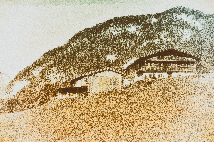 Masseria di Reichauerhof a Söll, in Austria. Di fronte all'edificio, a circa 350 m di distanza, è stato trovato il cadavere di Otto Rahn. Foto: SKOMP46866 CC-BY-SA 3.0